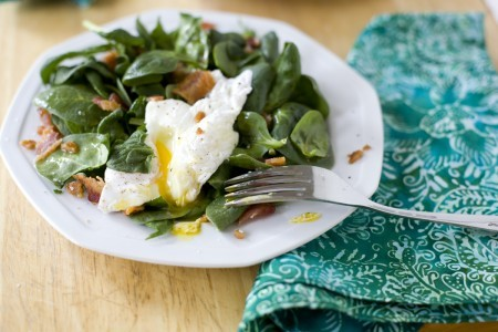 Breakfast Spinach salad with egg